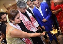 Actress Raveena Tandon and Thomas Varghese, Business Head Textiles - Acrylic Fibre, Overseas Spinning