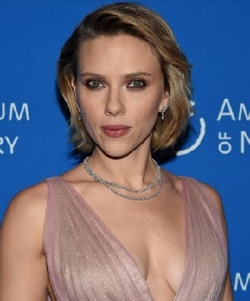 Scarlett Johansson Wearing Platinum Jewelry from Harry Winston
