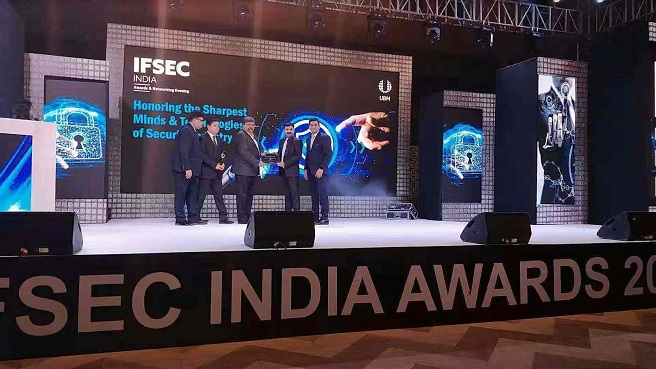 IFSEC India awards - Hikvision Team getting award