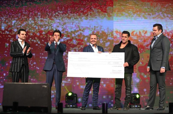 L-R: Mr. Ravish Kapoor, Director Elan Group, Actor Anil Kapoor, Mr. Rakesh Kapoor, Chairman, Elan Group, Superstar Salman Khan, and Mr. Akash Kapoor, Director Elan Group