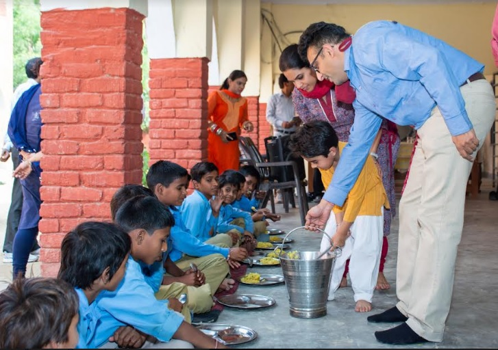 Food being served to school children by Annamitra