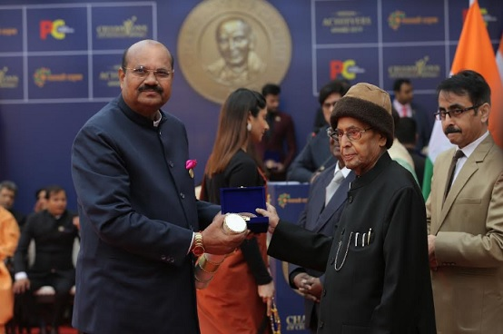 Dr. PC Rayulu receiving his award from Dr. Pranab Mukherjee