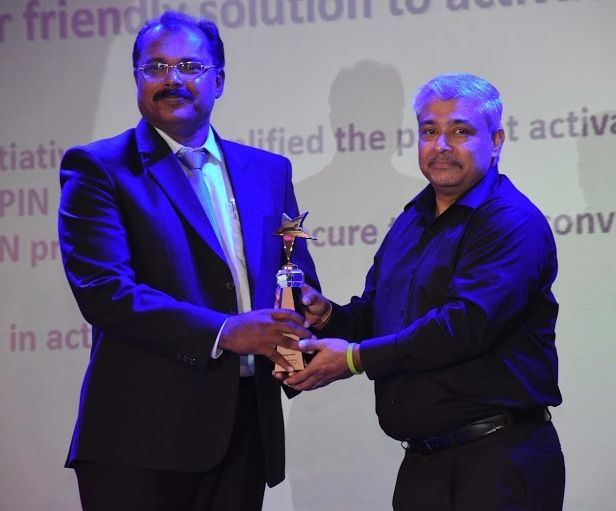 Federal Bank Asst. General Manager and Pune Regional Head, Shri. Jose K M, receiving the MasterCard Innovation Awards 2016 which was won by Federal Bank under the categories  'Debit Cards Initiatives' and 'Acquiring Business Initiatives', from Shri. Vikas Varma, Area Head - South Asia, MasterCard.
