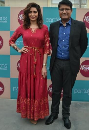 Pantaloons Cloth showroom Creates Indias Tallest Dandiya on the Auspicious Festival  Of NAVARATRI