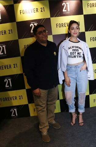 Forever 21 launched its 21st store with Bollywood actress Yami Gautam  and Rahul Jhamb, Brand Head, Forever 21 in Indore at C-21 Mall