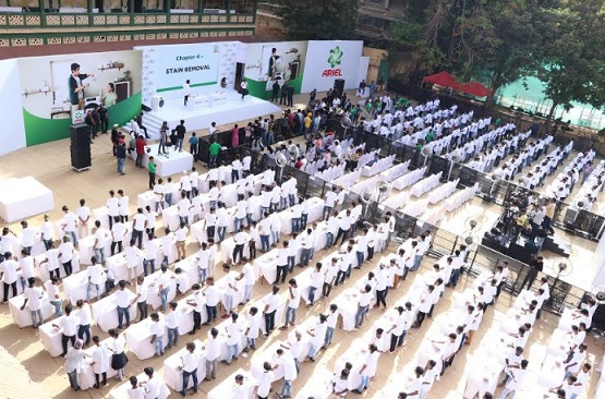 400 sons shared solidarity by participating in the largest laundry lesson hosted by Ariel  for the Guinness world records