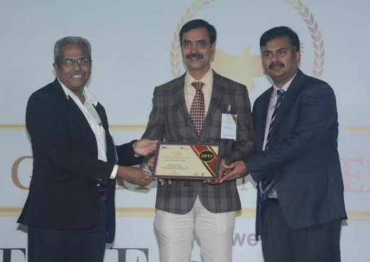 C Niranjan Kumar, Sr. General Manager – Technology receiving the award at the ceremony