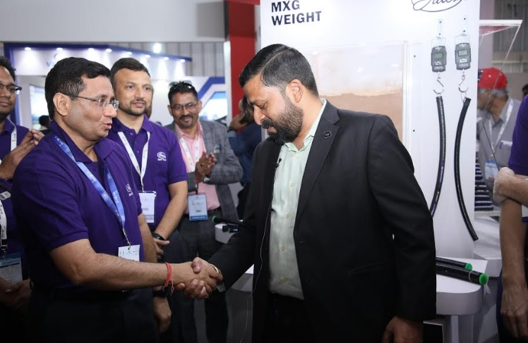 Mr. Michael Haen, Vice President, Global product line management and Mr. Rajesh Bhandari, Senior Managing Director at the product launch of MXG 4K Hydraulic Hose at Excon 2019, Bengaluru