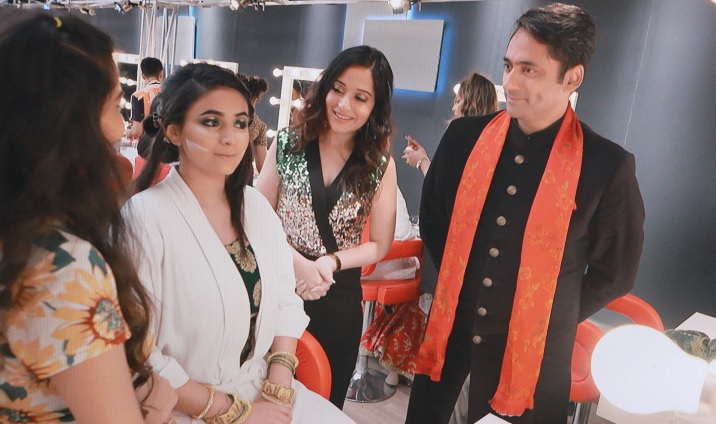 Judges Pushkaraj Shenai & Actor Preetika Rao mentoring the contestant at Lakme Academy Winged series