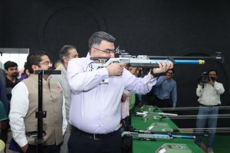 Padamshree Gagan Narang practicing a shot